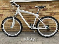 Véritable Bmw Vélo De Croisière, Cadre En Aluminium, 27 Vitesses, Excellent État